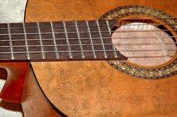 Mit etwas Übung spielen Sie Bluesgitarre.