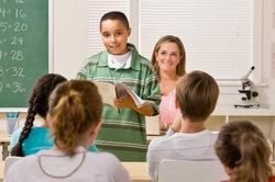 Schüchterne Schüler benötigen oft Unterstützung.
