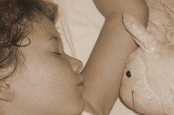 Mit einem passenden Kissen schlafen kleine Kinder engelsgleich.