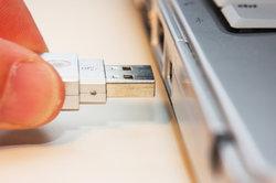 Mit einem USB-Kabel können Sie die Firmware aktualisieren.