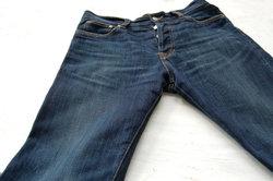 Karrenschmiere können Sie aus Textilien entfernen.
