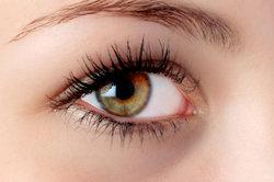 Mit einem passenden Lidschatten bringen Sie Ihre Augen zum Strahlen.