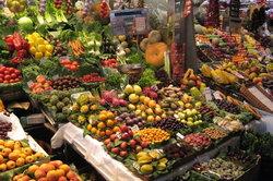 Rohes Obst und Gemüse zählen zu den Lebensmitteln.