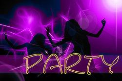 Das Veranstalten einer Party auf nicht privater Ebene kann schwer verdientes Geld bedeuten.
