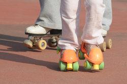 Rollkunstlaufschuhe sind ein guter Ersatz für Schlittschuhe.