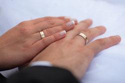 Der Kniefall beim Heiratsantrag ist eine großartige Geste.