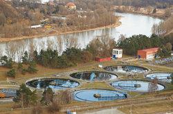 Großkläranlagen sorgen für die Aufbereitung der Abwässer auch aus Sammelgruben.