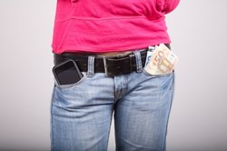 Taschenpfändung ist eine Möglichkeit zum Eintreiben der Schulden.