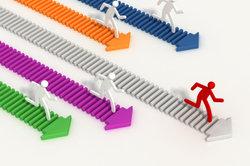 Kompetitiv beschreibt die Fähigkeit, mit anderen mithalten zu können.