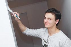 Nutzen Sie einen Wand-Streich-Simulator, um sich vorab eine Vorstellung von der Wandfarbe zu machen.