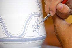 Auch Porzellanmaler sollten zeichnen können.