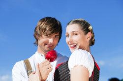 Das Dirndl ist ein bayrisches Traditionskleid.