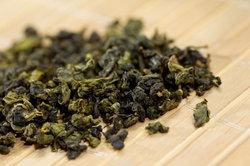 Grüner Tee hilft gegen Augenringe.