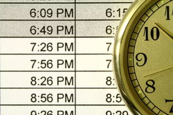 Mit einem Makro können Sie eine sich automatisch aktualisierende Uhr mitlaufen lassen.