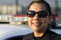 Die Polizei darf entgegen der Einbahnstraße fahren, wenn sie dabei niemanden gefährdet.