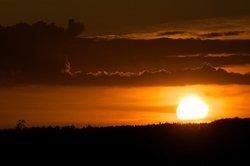 Die Sonne besteht aus einer verdichteten Gaswolke.