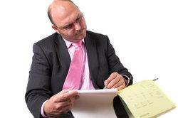 In der Buchführung wird der Zusammenhang von Inventar und Bilanz erfasst und der Erfolg berechnet.