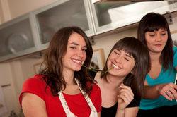 Im Mietrecht ist es nicht klar geregelt, wie viele Personen in einer Wohnung leben dürfen.