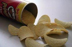 Aus leeren Chipsdosen lassen sich tolle Dinge basteln.
