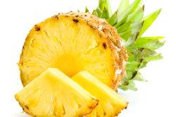 Ananas enthält das Enzym Bromelain.