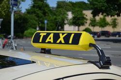 Ein verschmutztes Taxi muss erst mal stehen bleiben.