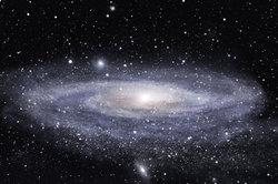 Ein Blick hinaus zu den Sternen: Betrachtung einer Galaxie
