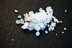 Beim Salzauflösen entsteht eine Ion-Dipol-Wechselwirkung.