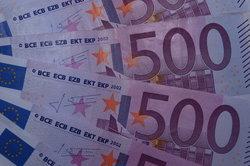 Spitzenverdiener zahlen in Deutschland mehr Einkommensteuer.