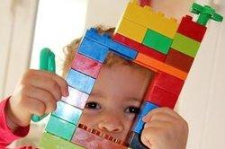 Kinder lernen spielerisch.