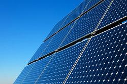 Bei Solarzellen werden häufig dotierte Halbleiter eingesetzt.