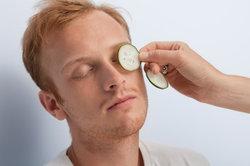 Auch Männer sollten Augenpflegeprodukte verwenden.