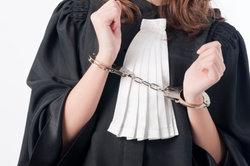 Eine Beschwerde muss schriftlich an die Anwaltskammer erfolgen.