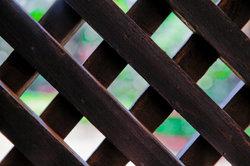 Rankhilfen aus Drahtseilen bieten einen attraktiveren Sichtschutz