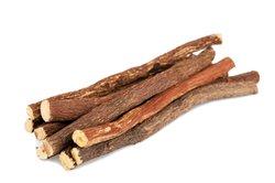 Süßholz schmeckt auch pur.