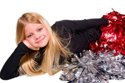 Gehen Sie als originalgetreuer Cheerleader zum Karneval.