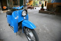 Alte Mopeds kann man schön restaurieren.