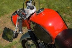 Ein Oldtimer-Motorrad ist ein Hingucker.