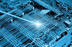 Bei Hardwarekomponenten ist des Öfteren Handarbeit notwendig.