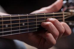 Ein Cajon eignet sich besonders für akustische Musik.