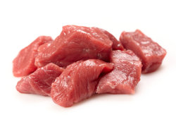 Getrocknetes Fleisch kann im Dörrgerät oder im Backofen hergestellt werden.
