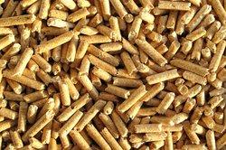 Pellets können unter bestimmten Voraussetzungen auch für einen Kachelofen verwendet werden.