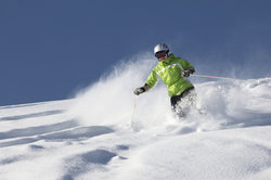Je höher der Schnee Richtung Gesicht staubt, umso toller ist das Fahrgefühl.