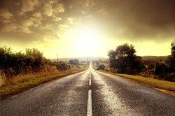 Auf Autobahnen und Kraftverkehrsstraßen gelten die Bestimmungen laut STVO.