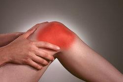 Kniebandagen können Schmerzen wirkungsvoll lindern.