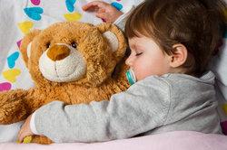 Kleinkinder schlafen oft unruhig.