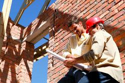 Die Kontrolle von Bauleistungen sollte regelmäßig erfolgen.