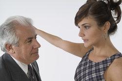 warum tun frauen wie altere manner jungen