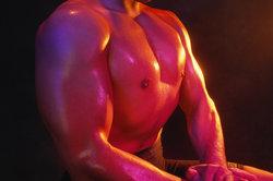 Der Brustmuskel kann trainiert werden.