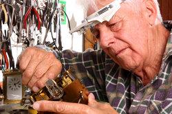Fachwissen von Altersrentners ist in vielen Unternehmen wieder gefragt.
