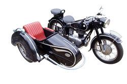 Das Motorad Ural M72 ist ein russisches Motorrad mit Beiwagen.